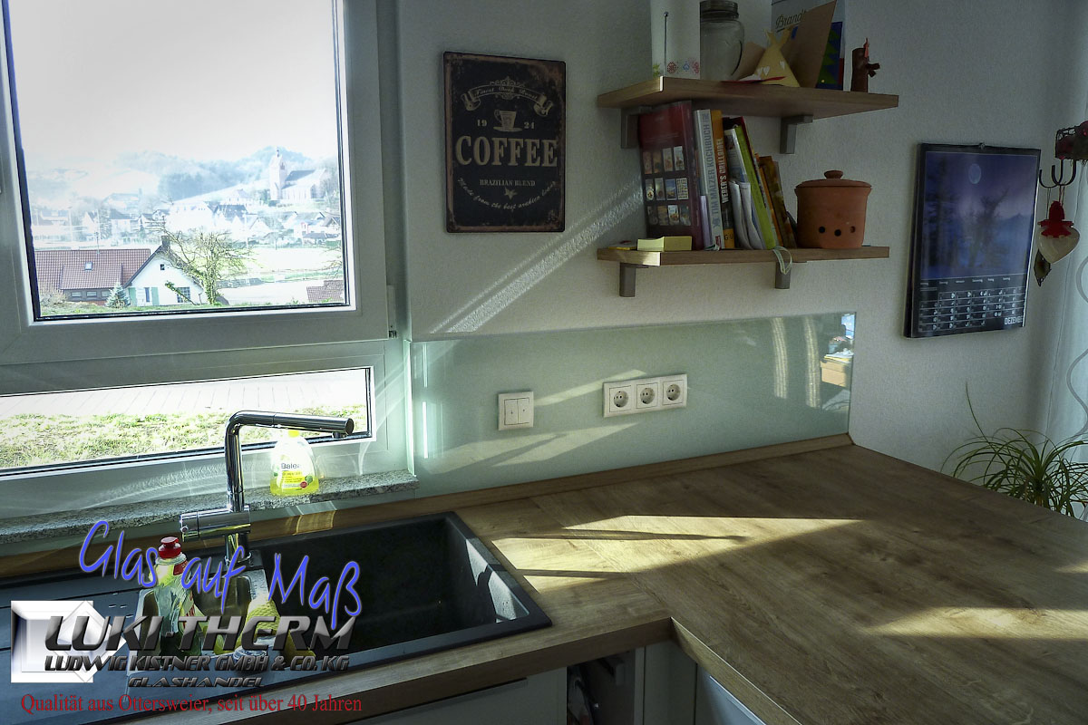 Lackiertes glas küchenrückwand  farbige Küchenrückwaände aus Glas | Luki-therm