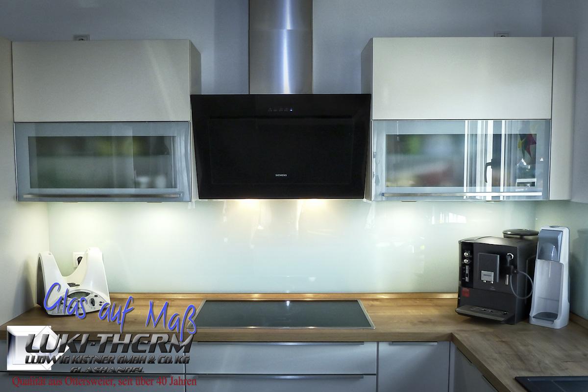 farbige Küchenrückwand