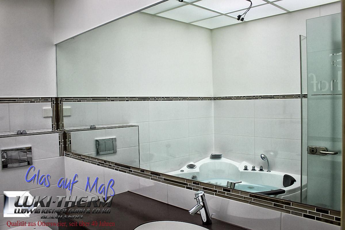 Spiegel zwischen den Fliesen eingelassen für Hotel Kaiserhof, Karlsruhe