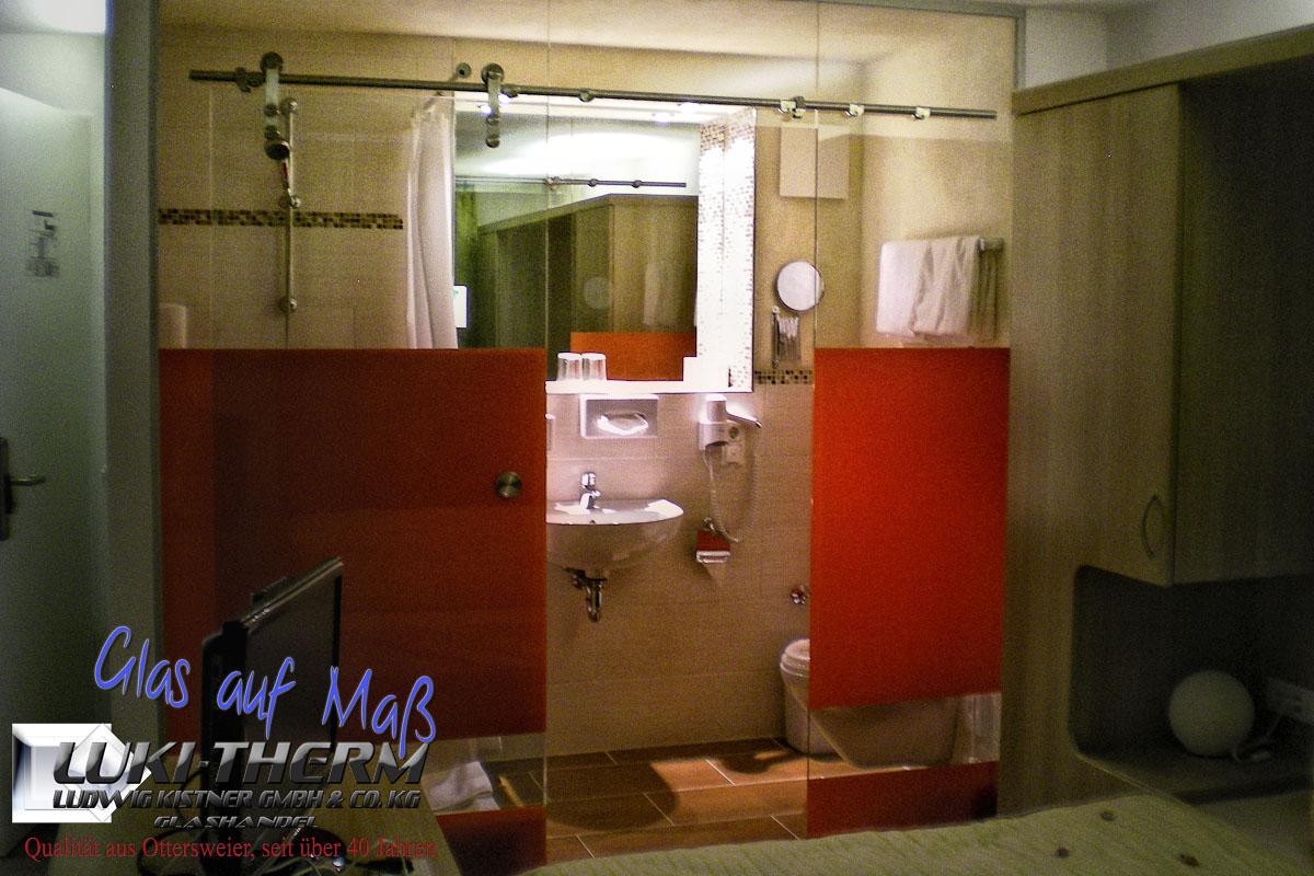 Glasschiebetüranlage mit Siebdruck für Dusche/Bad Abtrennung Aviva Hotel Karlsruhe